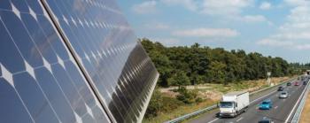 Rijkswaterstaat gaat zonne-geluidsschermen plaatsen langs de A50 in Uden.