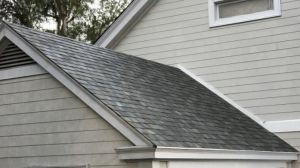 Tesla toont zonnepanelen dak voor huizen