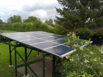 Blauwe zonnepanelen geplaatst op veranda te Paterswolde in juni 2013