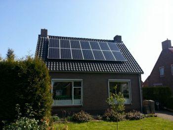 Sunpower zonnepanelen geplaatst op schuin dak te tweede exloermond in augustus 2013