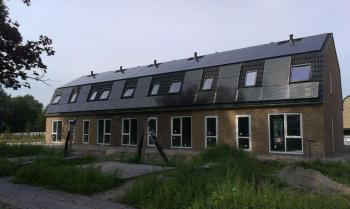 Zwarte zonnepanelen geplaatst op schuine daken te Zuidhorn(Groningen) in september 2016